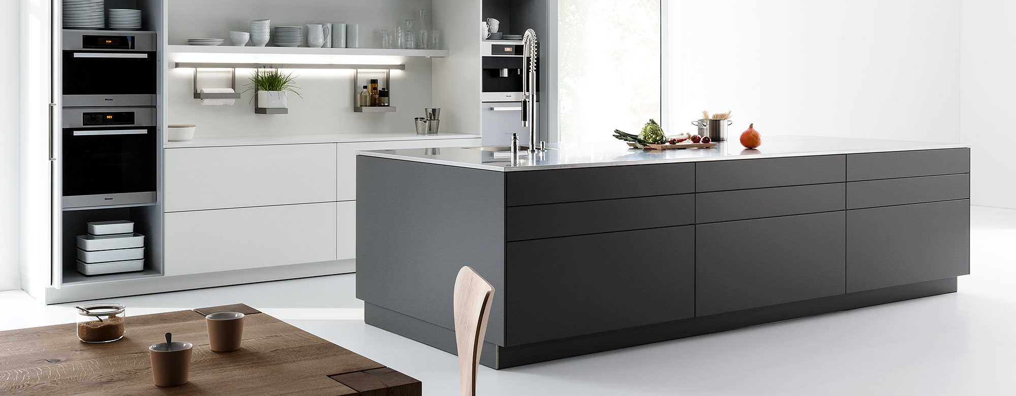 mnd. Black Bedroom Furniture Sets. Home Design Ideas